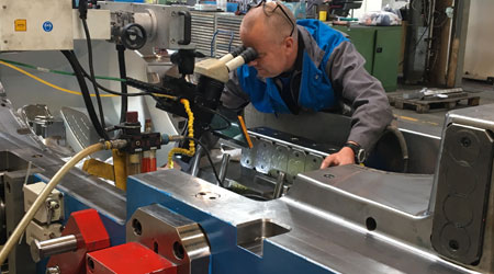 operator who modifies a plastic injection mould
